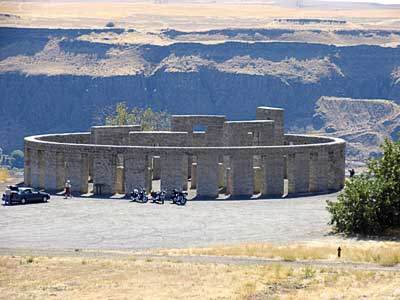 Interesting Architecture  ancient and modern - Page 3 Stonehenge1